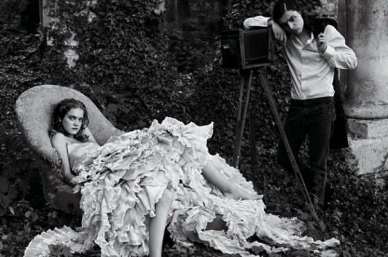 Alice-in-Wonderland-Grace-Coddington-Annie-Liebovitz-Curiouser-and-Curiouser